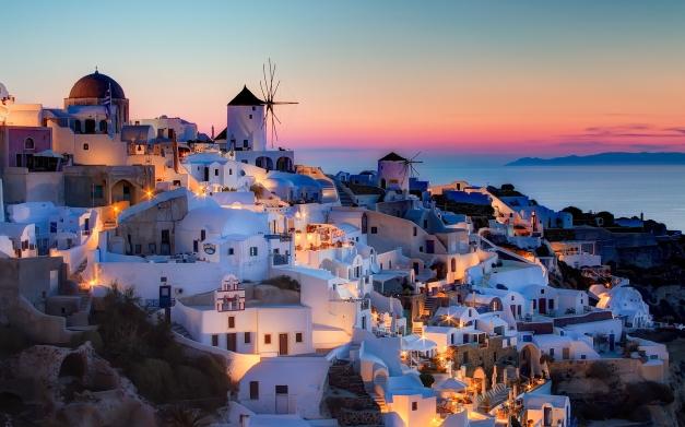 7004415-oia-greece-santorini